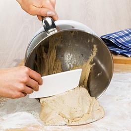 3 racloirs pour pâte