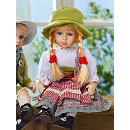 Jeune fille en robe traditionnelle