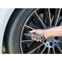 Outil de contrôle de pression des pneus