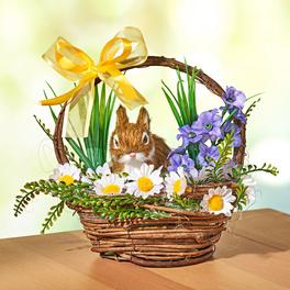 Panier de fleurs avec petit lapin
