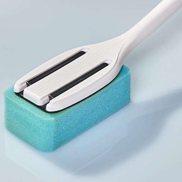 Brosse avec distributeur de savon