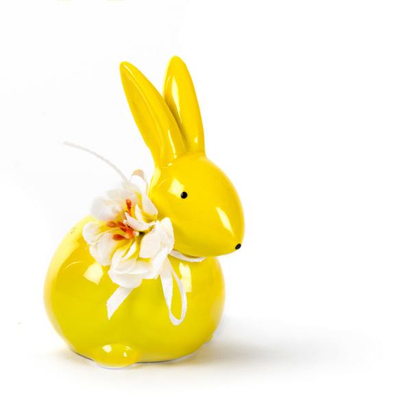 Lapin jaune avec Fleurs