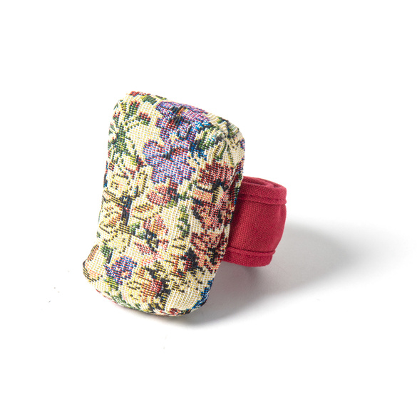 Bracelet porte-épingles style gobelin