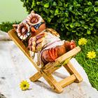 Chouette sur chaise longue